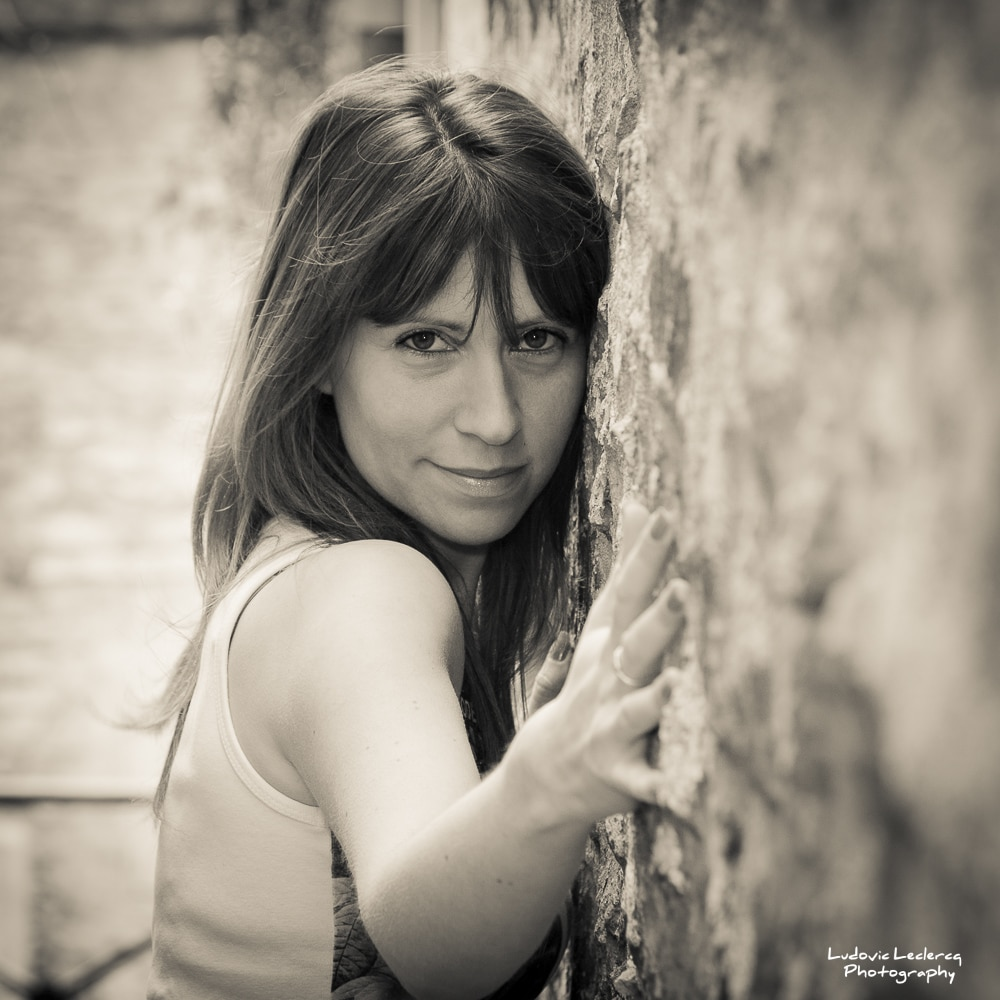 Portrait de jeune femme réalisé dans une ruelle de Senlis dans l'Oise.